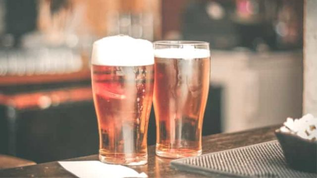 身近な物で簡単に!ビールの泡を復活させる3つの方法