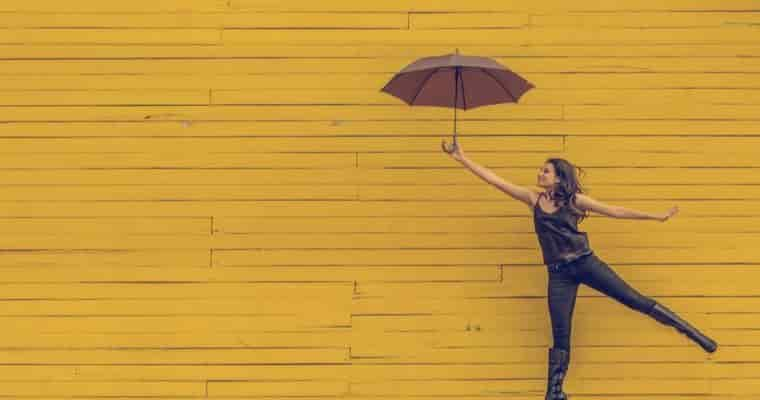 傘の撥水効果を長持ちさせるポイントは畳み方